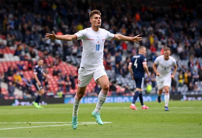 Siêu phẩm giữa sân giúp CH Czech nhấn chìm tuyển Scotland - Ảnh 2.