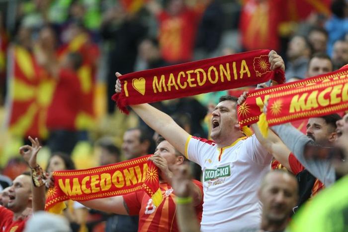 Lão tướng 38 tuổi làm nên lịch sử khi ghi bàn đầu tiên cho Macedonia ở Euro, CĐV vỡ òa trong hạnh phúc, hân hoan không nói nên lời - Ảnh 4.