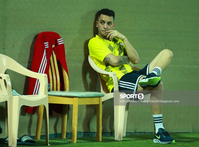 Tiền đạo Brazil nhập tịch UAE buồn bã trước ngày đấu tuyển Việt Nam - Ảnh 1.