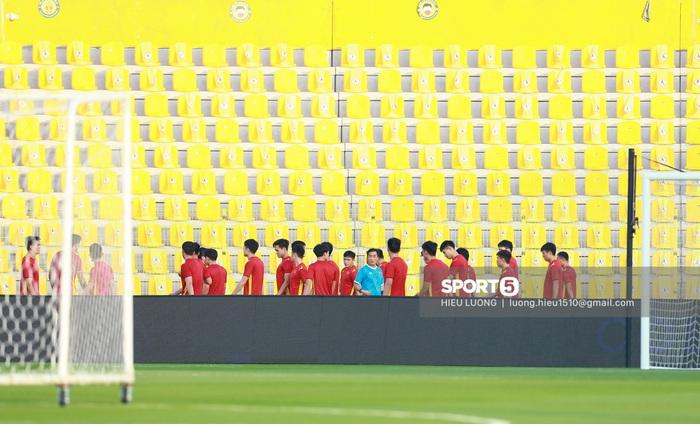 Thầy Park chơi khó ở buổi tập của tuyển Việt Nam, phóng viên UAE chán nản suýt bỏ về sớm - Ảnh 2.