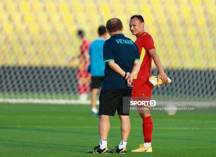 Thầy Park chơi khó ở buổi tập của tuyển Việt Nam, phóng viên UAE chán nản suýt bỏ về sớm - Ảnh 10.