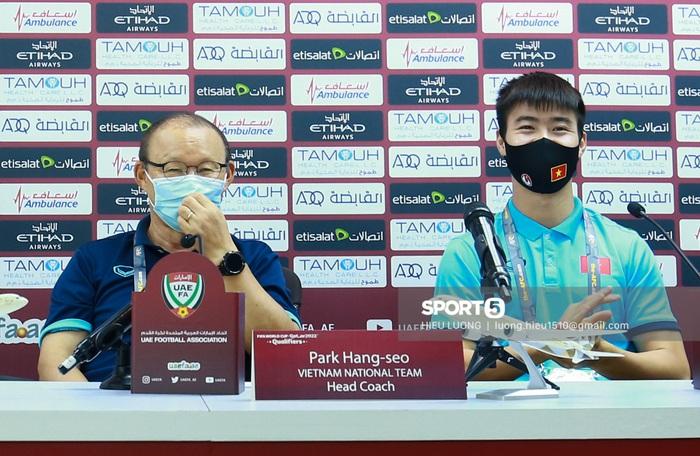 HLV Park Hang-seo đuổi người quay phim vì sợ lộ thông tin ở phòng họp báo - Ảnh 9.