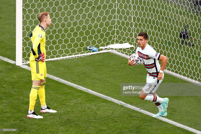 Ronaldo lập cú đúp, Bồ Đào Nha đại thắng trong trận đầu tiên tại Euro - Ảnh 4.