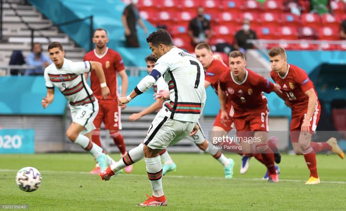 Ronaldo lập cú đúp, Bồ Đào Nha đại thắng trong trận đầu tiên tại Euro - Ảnh 5.