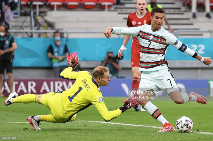 Ronaldo lập cú đúp, Bồ Đào Nha đại thắng trong trận đầu tiên tại Euro - Ảnh 6.