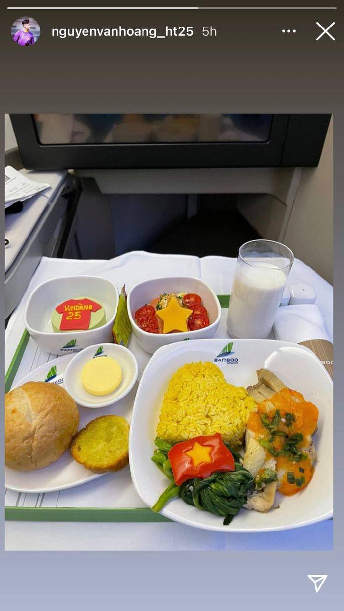 Đội tuyển Việt Nam cảm động vì được tri ân bằng món ăn đặc biệt - Ảnh 1.