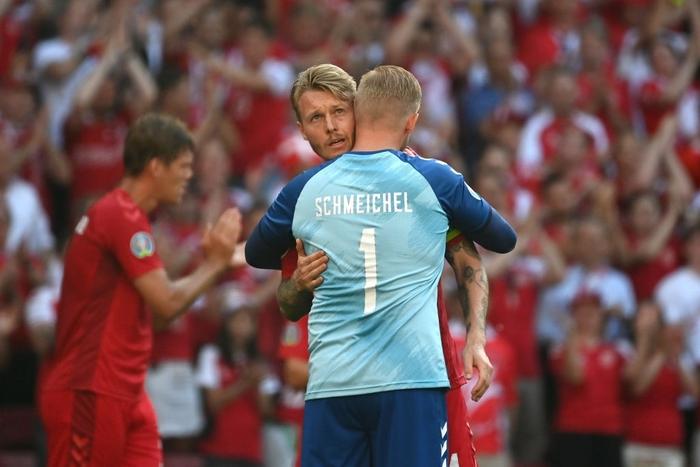 Giữ đúng lời hứa, tuyển Bỉ và Đan Mạch dừng bóng phút thứ 10 để tri ân Eriksen - Ảnh 3.