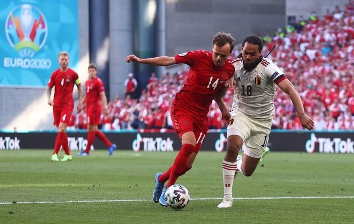 Giữ đúng lời hứa, tuyển Bỉ và Đan Mạch dừng bóng phút thứ 10 để tri ân Eriksen - Ảnh 7.