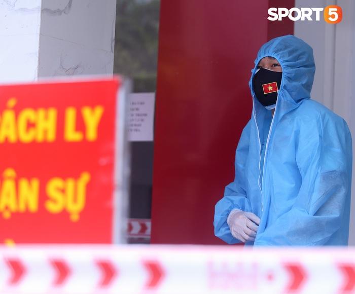 Tiền vệ tuyển Việt Nam khiến đồng đội lo lắng khi nhiệt độ cơ thể cao hơn bình thường - Ảnh 1.