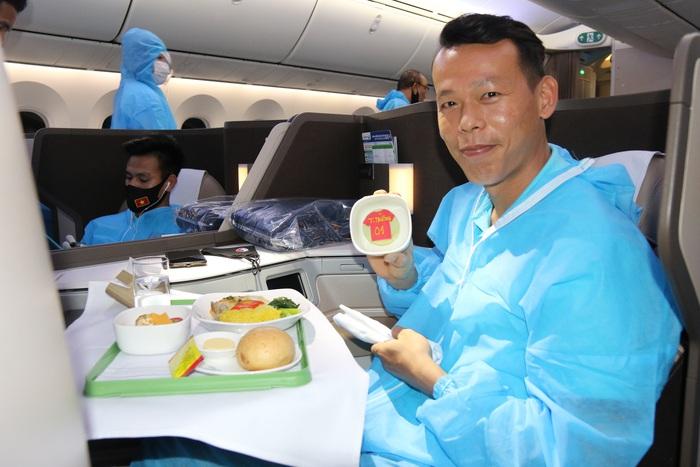 Đội tuyển Việt Nam cảm động vì được tri ân bằng món ăn đặc biệt - Ảnh 2.