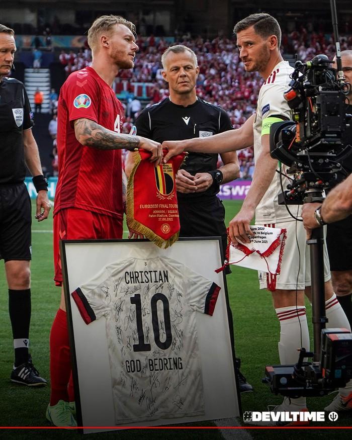 Giữ đúng lời hứa, tuyển Bỉ và Đan Mạch dừng bóng phút thứ 10 để tri ân Eriksen - Ảnh 8.