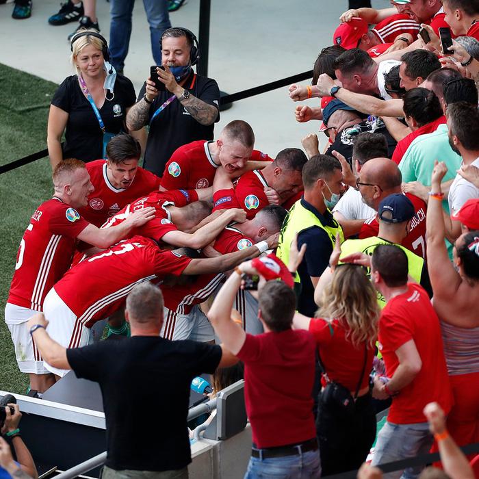 Cầu thủ và CĐV Hungary ăn mừng cuồng nhiệt sau bàn thắng dẫn trước tuyển Pháp - Ảnh 7.