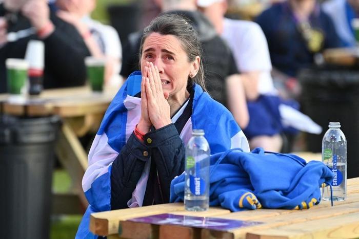 50 sắc thái của các cô nàng theo dõi derby Anh vs Scotland đêm qua: Vui, buồn, lo lắng... đủ cả! - ảnh 4