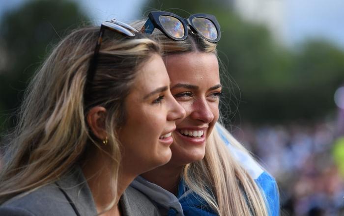50 sắc thái của các cô nàng theo dõi derby Anh vs Scotland đêm qua: Vui, buồn, lo lắng... đủ cả! - ảnh 9