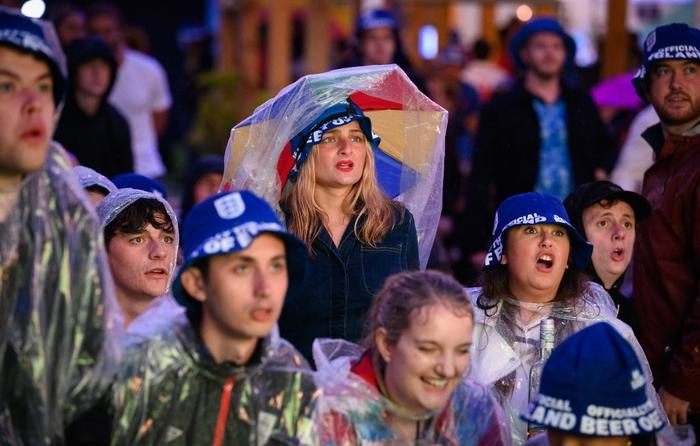 50 sắc thái của các cô nàng theo dõi derby Anh vs Scotland đêm qua: Vui, buồn, lo lắng... đủ cả! - ảnh 3
