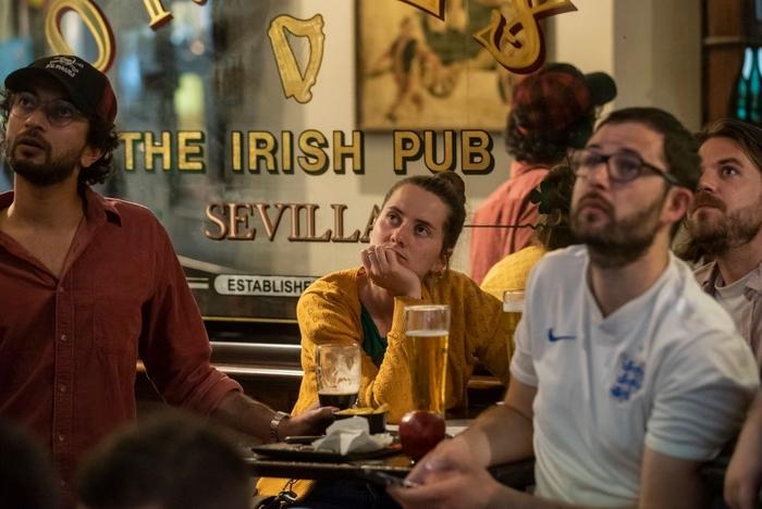 50 sắc thái của các cô nàng theo dõi derby Anh vs Scotland đêm qua: Vui, buồn, lo lắng... đủ cả! - ảnh 2