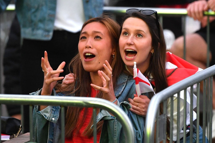 50 sắc thái của các cô nàng theo dõi derby Anh vs Scotland đêm qua: Vui, buồn, lo lắng... đủ cả! - ảnh 5