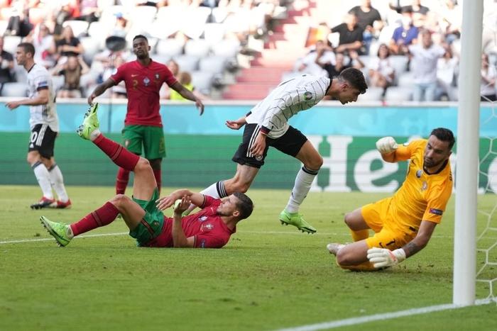 Đen như Ronaldo: Nỗ lực nước rút thần tốc ghi bàn mở tỷ số, công sức sau đó lại đi tong bởi màn bóp khó tin của đồng đội - Ảnh 3.