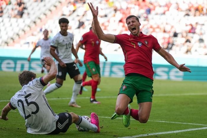 Đen như Ronaldo: Nỗ lực nước rút thần tốc ghi bàn mở tỷ số, công sức sau đó lại đi tong bởi màn bóp khó tin của đồng đội - Ảnh 4.