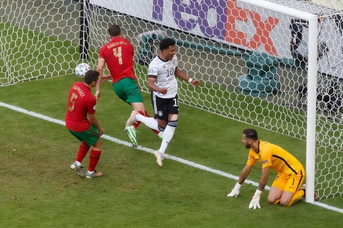 Đen như Ronaldo: Nỗ lực nước rút thần tốc ghi bàn mở tỷ số, công sức sau đó lại đi tong bởi màn bóp khó tin của đồng đội - Ảnh 7.