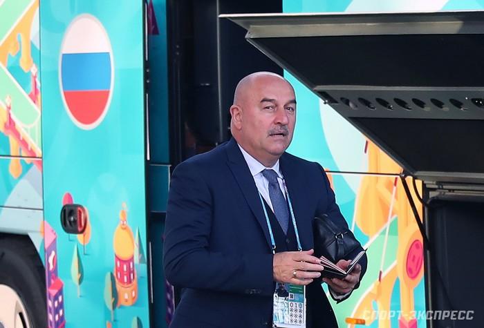 Bị loại sớm tại Euro 2020, đội tuyển Nga lủi thủi về nước trong vòng vây của 5 xe cảnh sát - Ảnh 8.