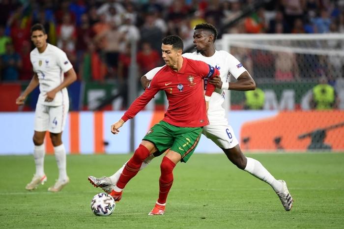 """Ronaldo sắm vai người hùng, Bồ Đào Nha cầm hòa Pháp để giành """"vé vớt"""" - Ảnh 7."""