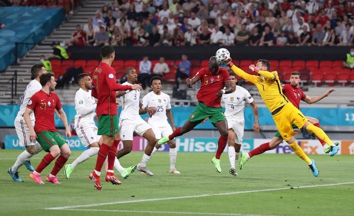 """Ronaldo sắm vai người hùng, Bồ Đào Nha cầm hòa Pháp để giành """"vé vớt"""" - Ảnh 2."""