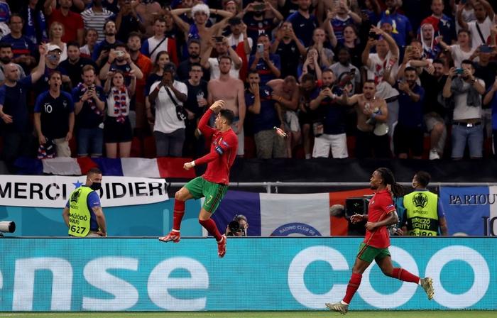 """Ronaldo sắm vai người hùng, Bồ Đào Nha cầm hòa Pháp để giành """"vé vớt"""" - Ảnh 8."""