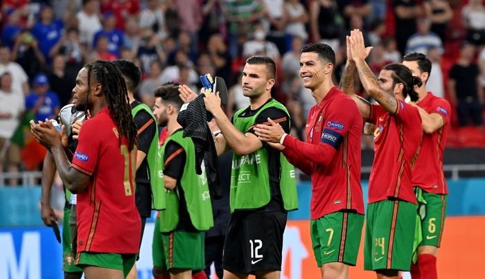 """Ronaldo sắm vai người hùng, Bồ Đào Nha cầm hòa Pháp để giành """"vé vớt"""" - Ảnh 9."""