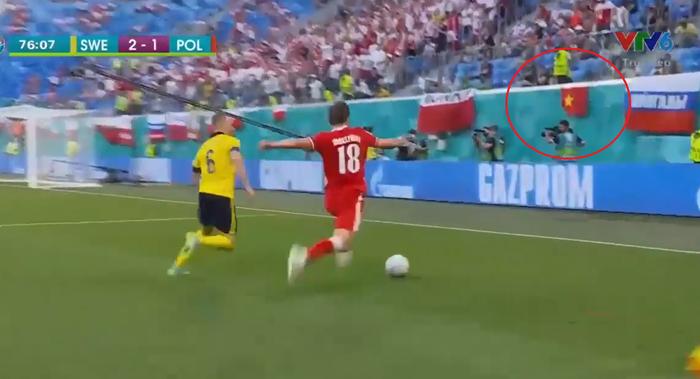 Quốc kỳ Việt Nam tung bay trên trên khán đài của Euro 2020, fan Việt cũng hâm mộ bóng đá  - Ảnh 2.