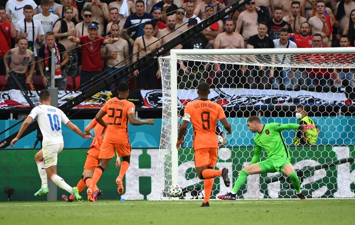 Trai đẹp Schick lại nổ súng hạ gục Hà Lan, đe dọa ngôi Vua phá lưới của Ronaldo - Ảnh 5.