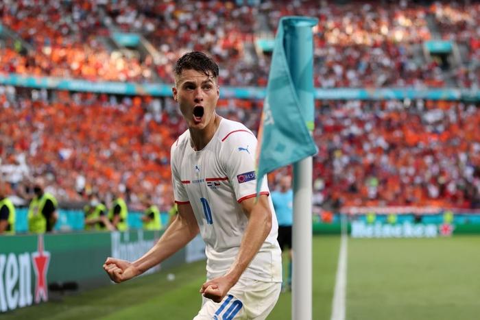Trai đẹp Schick lại nổ súng hạ gục Hà Lan, đe dọa ngôi Vua phá lưới của Ronaldo - Ảnh 6.