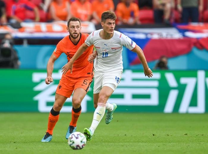 Trai đẹp Schick lại nổ súng hạ gục Hà Lan, đe dọa ngôi Vua phá lưới của Ronaldo - Ảnh 3.