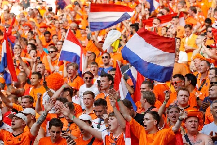 Hành trình cảm xúc của fan Hà Lan từ vui sướng tới thất vọng trong ngày đội nhà thua sốc trước CH Séc - Ảnh 3.