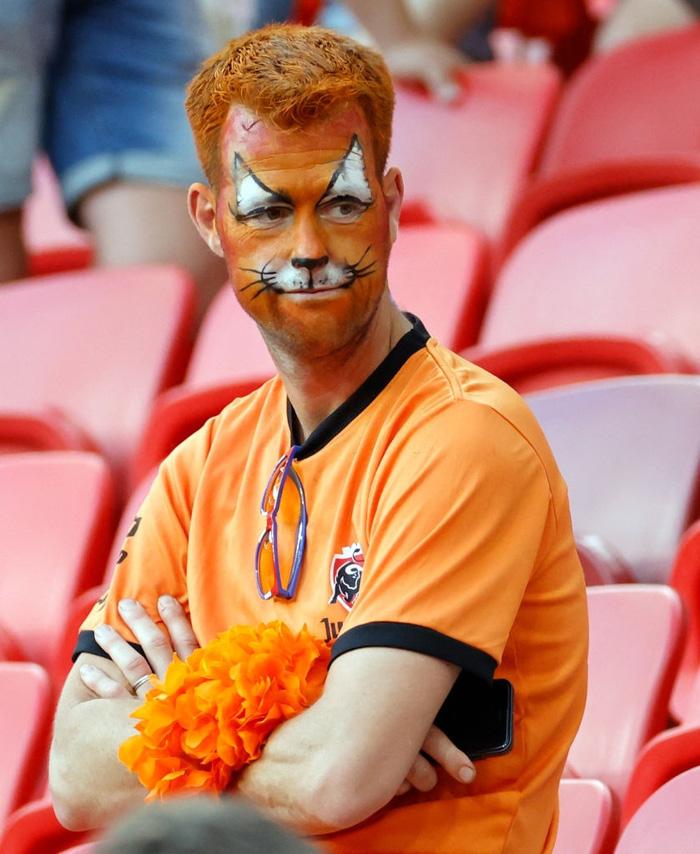 Hành trình cảm xúc của fan Hà Lan từ vui sướng tới thất vọng trong ngày đội nhà thua sốc trước CH Séc - Ảnh 10.
