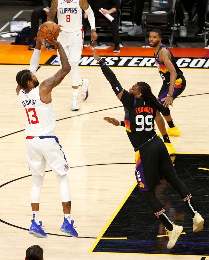 Paul George sánh vai cùng các huyền thoại NBA sau màn trình diễn bùng nổ trước Phoenix Suns - Ảnh 1.