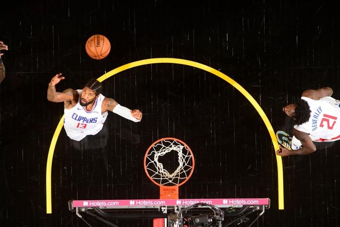 Paul George sánh vai cùng các huyền thoại NBA sau màn trình diễn bùng nổ trước Phoenix Suns - Ảnh 2.