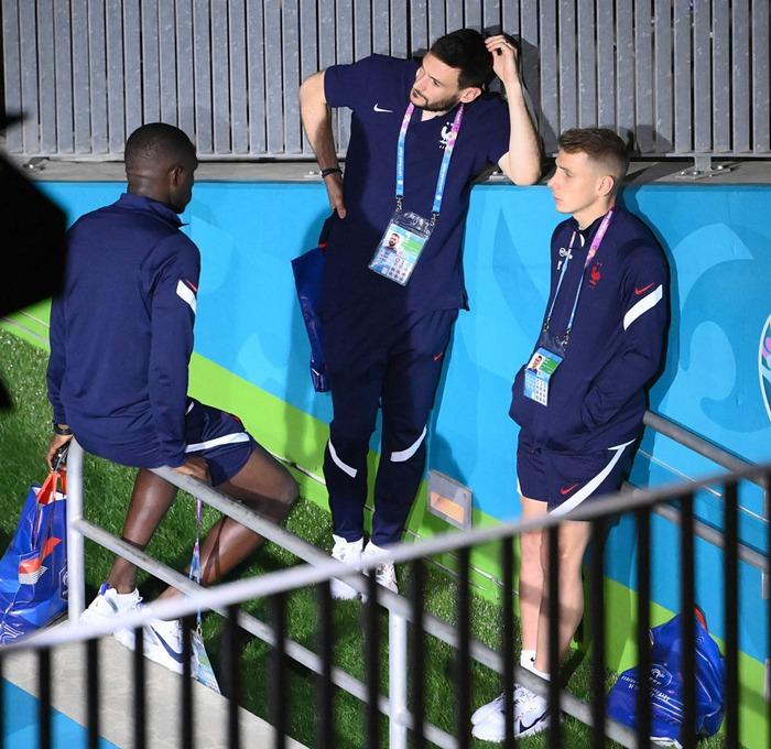 Tuyển Pháp lặng lẽ về nước sau khi bị loại sốc tại Euro: Giải đấu thất vọng qua đi, chỉ còn nỗi buồn ở lại - Ảnh 5.