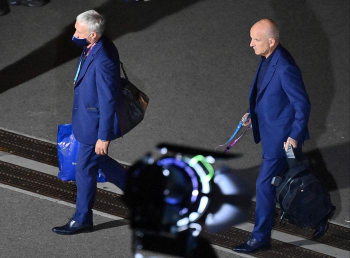 Tuyển Pháp lặng lẽ về nước sau khi bị loại sốc tại Euro: Giải đấu thất vọng qua đi, chỉ còn nỗi buồn ở lại - Ảnh 4.