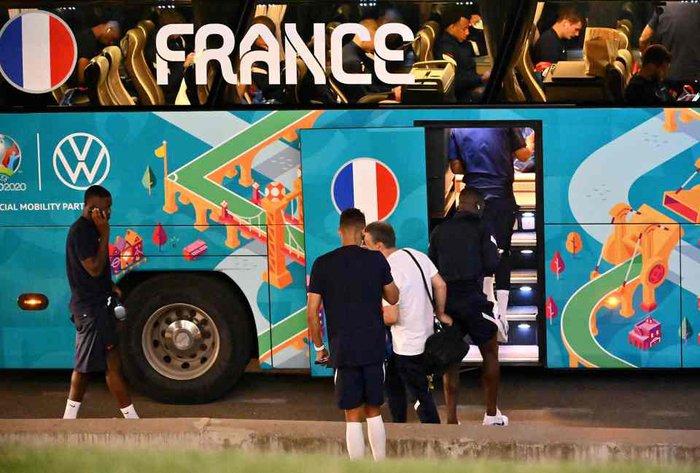 Tuyển Pháp lặng lẽ về nước sau khi bị loại sốc tại Euro: Giải đấu thất vọng qua đi, chỉ còn nỗi buồn ở lại - Ảnh 1.