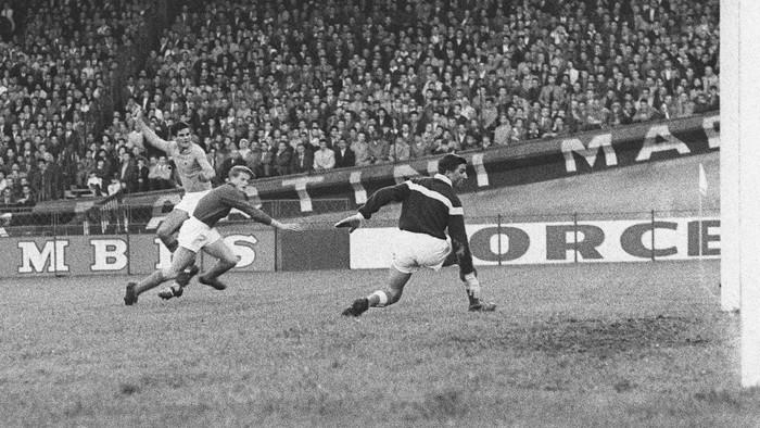 Top 10 trận đấu hay nhất lịch sử Euro (Kỳ 1): Kỳ tích của người Đan Mạch và cú đá luân lưu độc nhất vô nhị - Ảnh 2.