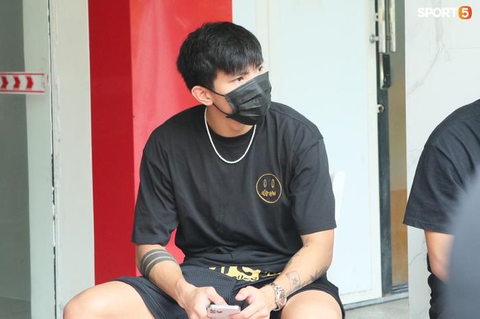 Cập nhật ĐT Việt Nam hoàn thành cách ly: Những cầu thủ cuối cùng rời khách sạn, bay ra Hà Nội vào chiều nay  - Ảnh 5.