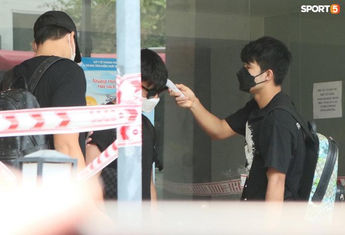 Cập nhật ĐT Việt Nam hoàn thành cách ly: Những cầu thủ cuối cùng rời khách sạn, bay ra Hà Nội vào chiều nay  - Ảnh 1.