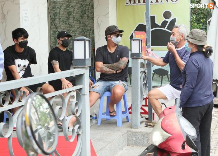 Cập nhật ĐT Việt Nam hoàn thành cách ly: Những cầu thủ cuối cùng rời khách sạn, bay ra Hà Nội vào chiều nay  - Ảnh 9.