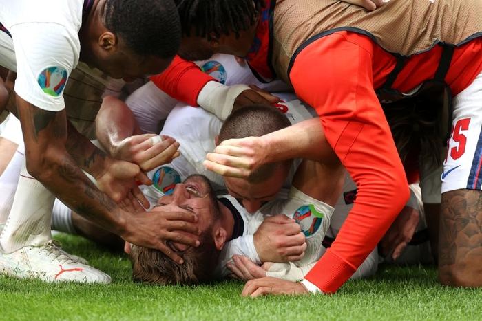 Hạ gục tuyển Đức ở Wembley, tuyển Anh kết thúc 55 năm sống trong đau đớn - Ảnh 10.