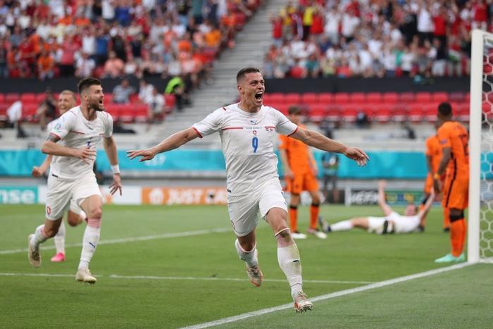 """""""Chết hụt thì thường hay sống dai"""", 3/4 đội xếp thứ ba có thành tích tốt nhất vòng bảng đều đã giành vé vào Tứ kết Euro 2020 - Ảnh 3."""
