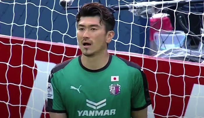 Văn Lâm dự bị, thủ môn 35 tuổi của Cerezo Osaka sai lầm tai hại ở Cúp châu Á - Ảnh 2.
