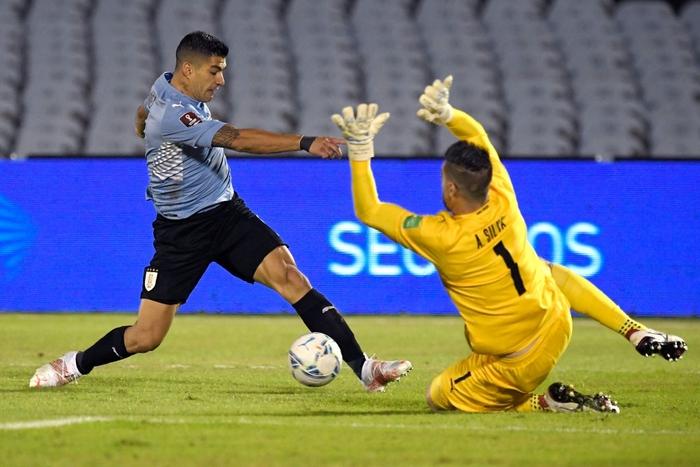 """Suarez """"tịt ngòi"""", Uruguay hòa không bàn thắng với Paraguay - Ảnh 6."""