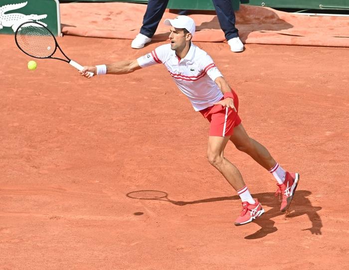 Federer thua set đầu tiên, Nadal và Djokovic thần tốc đi tiếp ở Roland Garros - Ảnh 3.