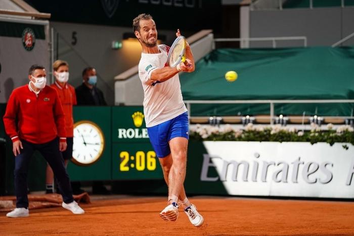 Federer thua set đầu tiên, Nadal và Djokovic thần tốc đi tiếp ở Roland Garros - Ảnh 10.
